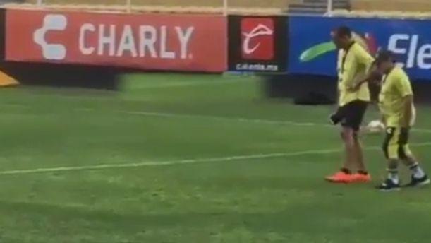 Τραγική εικόνα του Μαραντόνα στο γήπεδο (βίντεο)